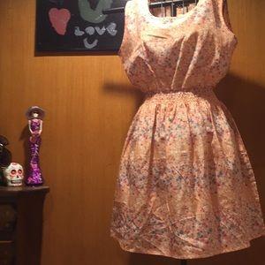 Dresses & Skirts - Peach chiffon dress with small floral print